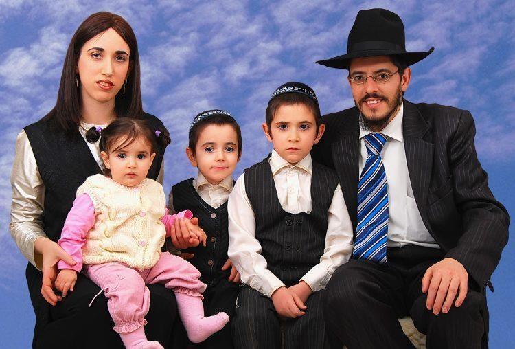Для евреев и их семей